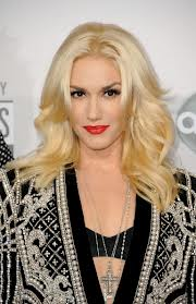 gwen stefani wearing cross necklace